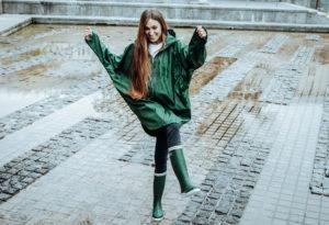 Tanta rainwear banner website regenjasbrigade strovregn poncho dame in de regen